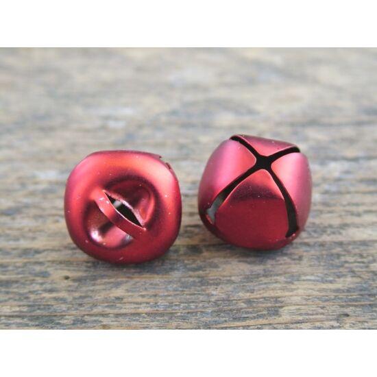 csengo-piros-matt-1