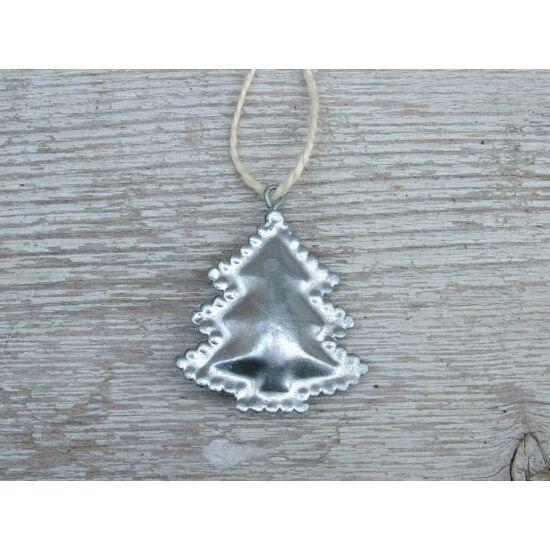 Ezüst fenyőforma dekor fém