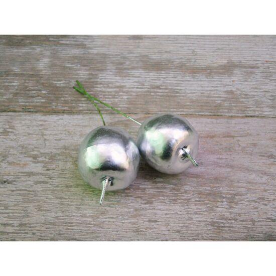 Karácsonyi dekorációs kellékek ezüst almák